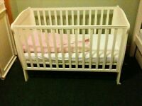 White Mamas & Papas Cot (with mattress)