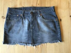 Black Levi's Denim skirt