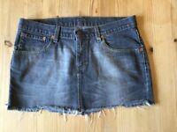 Black Levi's Denim skirt