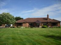 Spaciouse detached 4 bedroom bungalow with surrounding 11 acres
