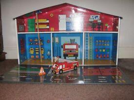 'KROOOM' - - FIRE STATION PLAYSET