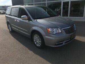 2015 Chrysler Town & Country Limited, Remote Start, NAV, Leather