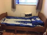 Wooden extendable single bed