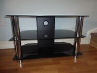 Immaculate Glass TV / DVD stand