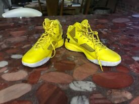 Men's basketball shoes worn once size 13