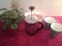 BODUM EILEEN HIGH QUALITY COFFEE MAKER, 4 CUP, 0.5 L, 17 OZ-USED BUT AS NEW CONDITION - SEE PHOTO'S