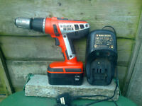 BLACK & DECKER 18V CORDLESS DRILL & CHARGER SPARES OR REPAIRS