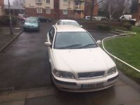 White Volvo V40 . 1.8 Petrol excellent condition body and Engine .Service History, Automatic