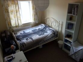 Double Room - 3min away from Exeter St Davids Station