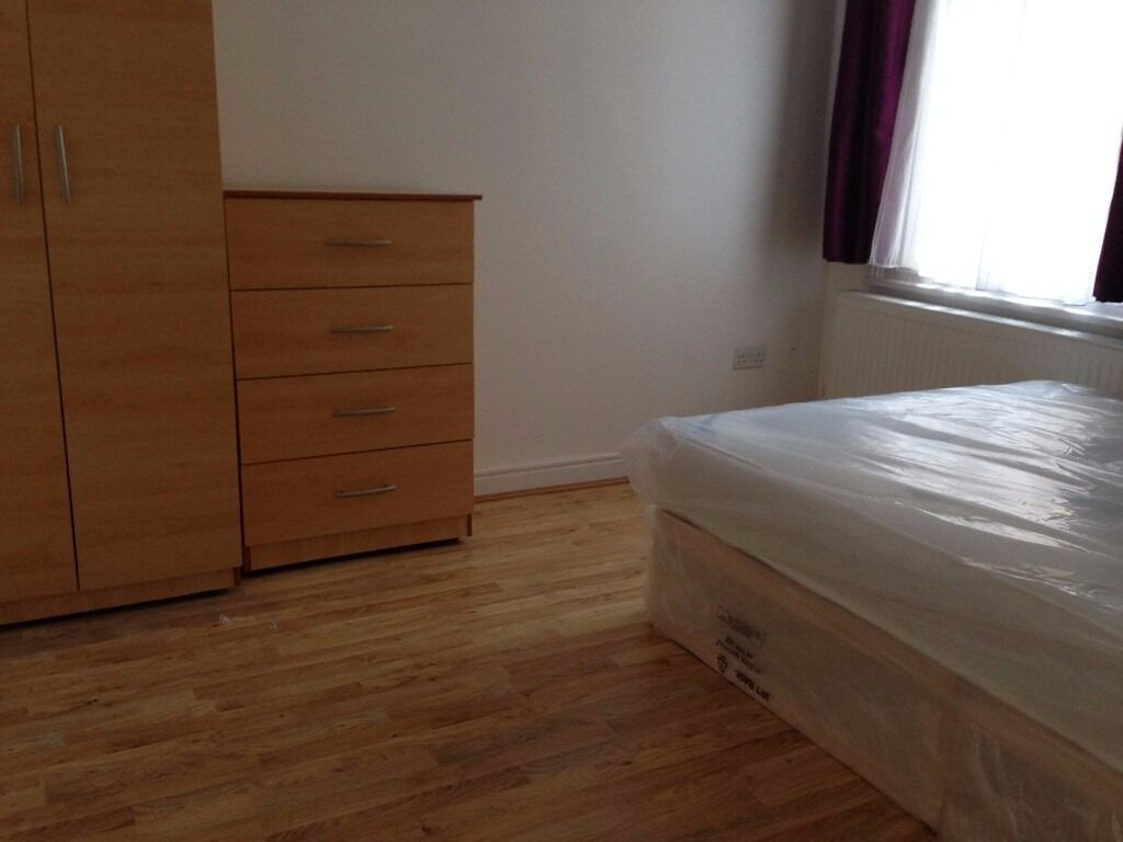 ** ALL BILLS INCLUDED ** HUGE DOUBLE ROOM IN FOREST GATE / MANOR PARK / GREEN STREET MOVE IN NOW!