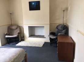 LOVELY DOUBLE ROOM TO RENT £450 PM INCL WIFI AND BILLS!!!!!!