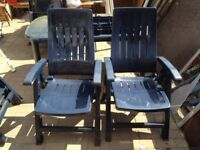 4 blue folding plastic chairs and table