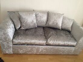 low deposit furnished spacious flat to let in kirkdale velvet sofa and brand new furnishings