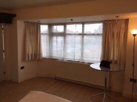 1 LOVELY studio with separate bathroom all inclusive with bills and WIFI