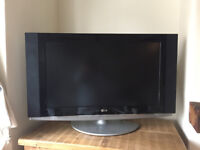 "LG 32"" TELEVISION AND FREEVIEW BOX"