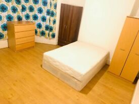 Large king size room to let in Forest gate