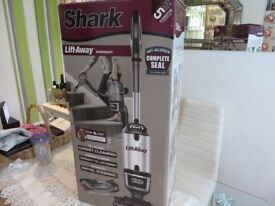 Shark Lift-Away TruePet Upright Vacuum Cleaner NV600UKT