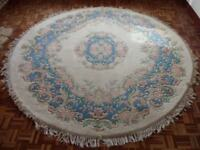 Round floral rug 94 inches in diameter