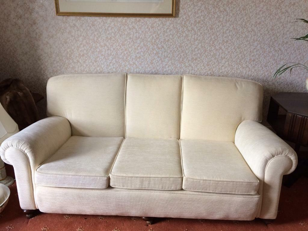 Ledersofa creme  Creme sofa (1x3 Seater) and 2 x creme chairs in very good ...