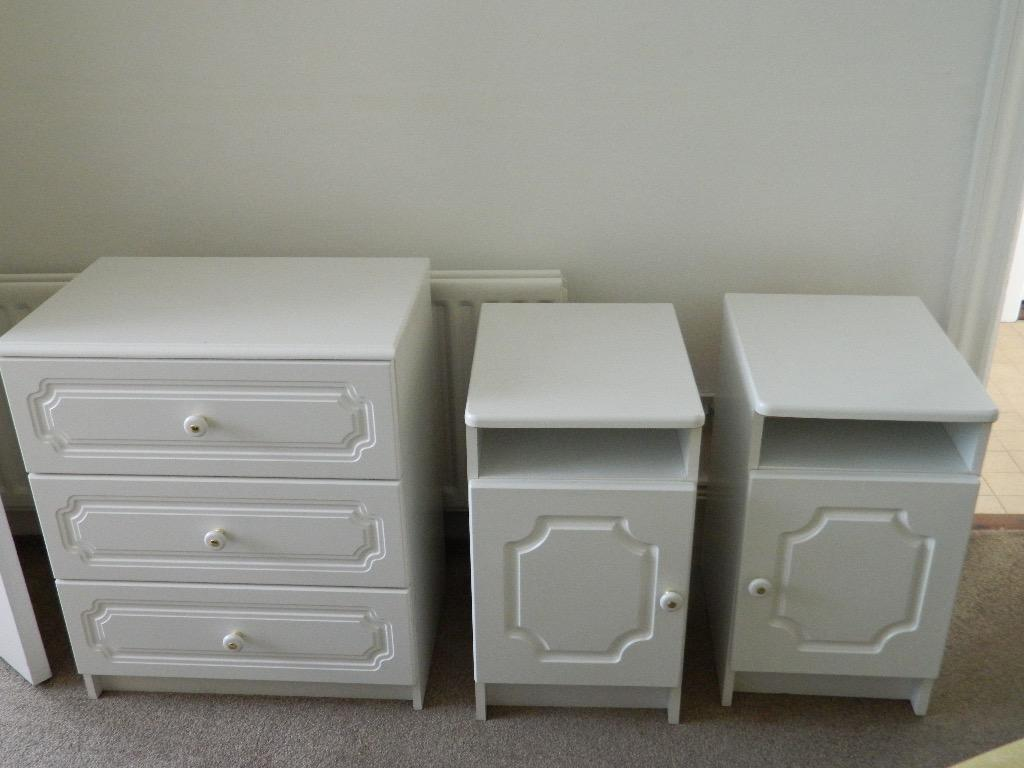 Cheap chest of drawers and 2x matching bedside cabinets for Cheap bedside cabinets