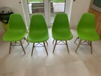 4 kitchen/dining room chairs in excellent condition