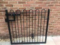 Metal gate 1200