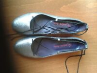 Silver ballerina style pumps in tip toe condition