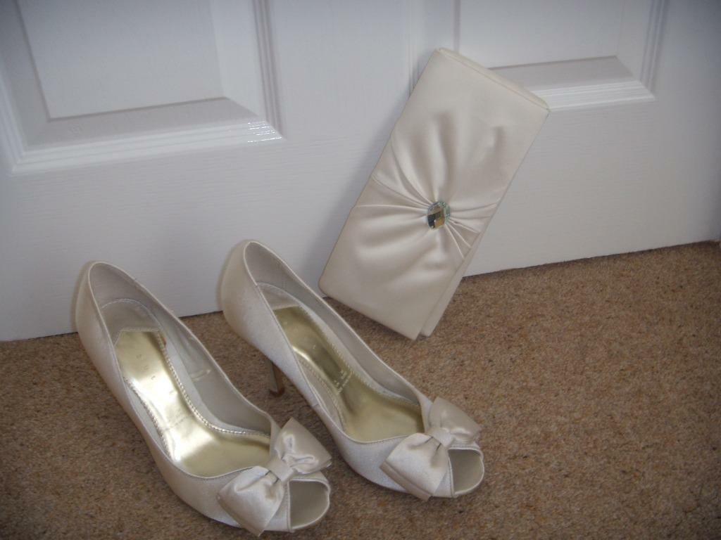 hotter shoes and matching clutch bag cream size UK 61/2. £ 0 bids. JACQUES VERT GRAPHITE GREY CREAM TRIM SHOES AND MATCHING BAG SIZE EU 36 LOW HEEL. Save cream shoes and bag to get e-mail alerts and updates on your eBay Feed. Search refinements. Categories. All Clothes, Shoes & Accessories (22) Women's Shoes .