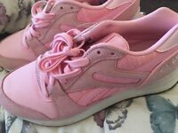 Reebok pink size 5 one white 2 pairs