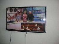 lg 50 inch smart 3d tv with built in freeview for sale with 2 sets of 3d glasses for sale