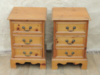 Pair of bedside cabinets pine (Delivery)