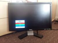 DELL 19 inch Wide Screen LCD Monitor, Mint condition and excellent working order
