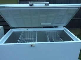 MEDIUM LARGE SIZE WHIRLPOOL CHEST FREEZER IN GOOD WORKING CONDITION.