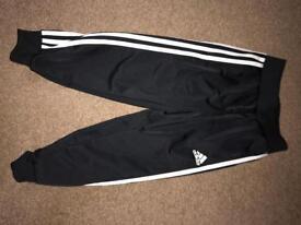 Adidas tracksuit never worn 5-6 kids