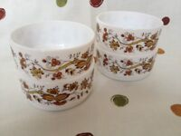 Arcopal 4 dishes/sugar bowls in A1 condition. Design is Brown Onion I think.