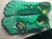 Brand new vibram fivefingers shoes