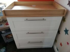Mamas and Papas Changing Table and Drawers