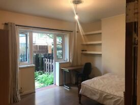 RS AMAZING LARGE WITH PRIVATE GARDEN DOUBLE ROOM 5 MINUTES FROM BETHNAL GREEN STATION