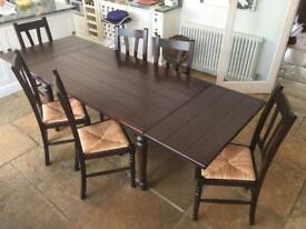 Dining table and chairs / matching cabinet