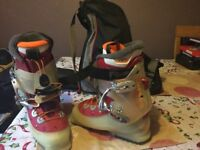 Saloman verse women's ski boots size 5.5 - only worn twice - with rossingnol boot bag