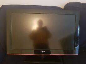 LG 32' TV 1080p ready.