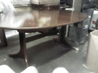 LARGE EXTENDING MAHOGANY DINING TABLE WITH 6 CHAIRS - NEW CONDITION