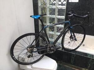 BRAND NEW (ALL SIZES) FOCUS IZALCO MAX DISC ROAD BIKE - DURA ACE