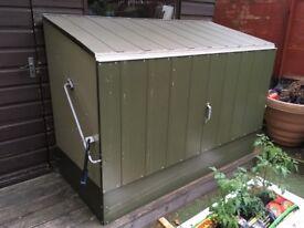 Trimtals metal bike storage shed RRP £500+