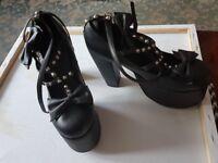 Demonia shoes size 6