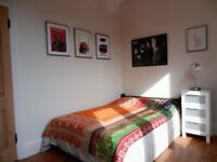 LARGE SPACiOUS BRiGHT SUNNY DOUBLE ROOM iN CENTRAL READiNG - ALL BiLLS iNCLUDED