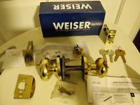 The Weiser NA530T Troy Entrance Knob Set