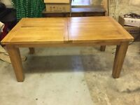 SOLID OAK DINING TABLE - GREAT CONDITION