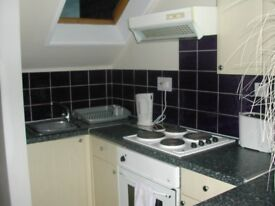 Greenock West 2 bedroom flat to let - immediate entry