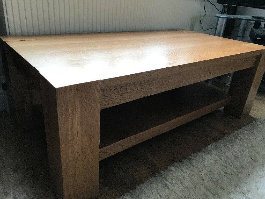 Solid Oak & Oak veneer Coffee Table.